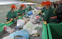 Od zaraz fizyczna praca Niemcy przy sortowaniu odpadów bez znajomości języka Poczdam